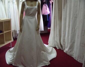 San Patrick Ivory Wedding Dress Size 14 (CA22)