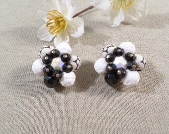 Beautiful Vintage Gold Tone Pair Of Molded Flower Lucite Beaded Cluster Clip On Earrings  DL#2294