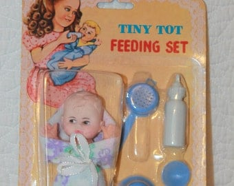 B13 Vintage 1985 Tiny Tot Feeding Set 5 Piece Set Plus Baby Blanket New In Original Package Doll