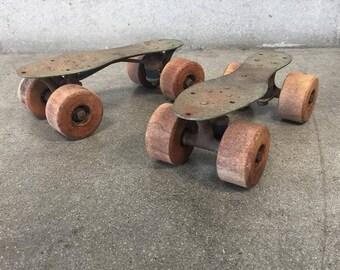 Old School Roller Skates (3RG6GJ)
