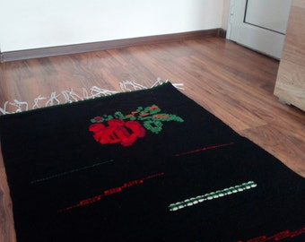 Black area rug with a rose, black floor rug, wool rug, handmade rug, black wool rug with red rose, living room rug, bedroom rug