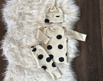 newborn coming home outfit, gender neutral, organic baby clothes, black cream polka dot, hospital outfit, infant, take home, leggings