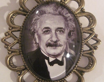 MADE IN FRANCE Retro vintage cameo brooch albert einstein portrait black & white science atomic physic chimical nobel price