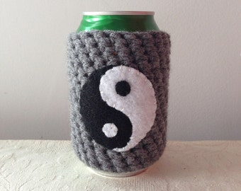 Yin Yang Crochet Beer Cozy in Gray, Coffee Cup Cozy, Reusable Coffee Cozy, Coffee Sleeve, Can Cozy by Maroozi