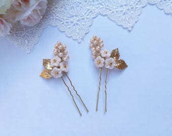 Cream flower hair pins, set of two wedding hair pins, beige wedding hair piece, bridal hair piece, gold hair pins, flower girl