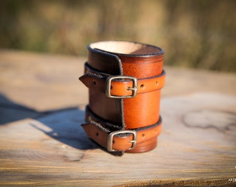 Leather wristband in brown