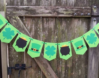St. Patrick's Day Banner ~ Garland for Saint Patrick's Day ~ Lucky Green Irish Heritage Bunting ~ Shamrock Pot of Gold and Leprechaun Hat