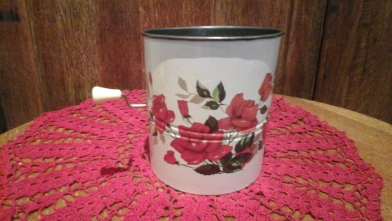 VINTAGE SIFTER SIEVE - Red rose design - Australian - Willow - Kitsch - Kitchenalia - Retro kitchen - 1930's