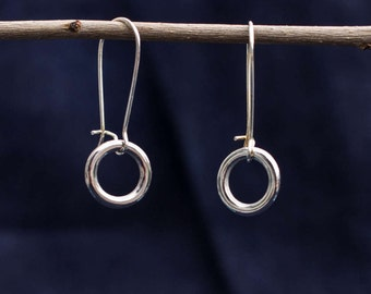 Earring with a small ring in silver color