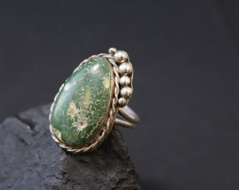 Vintage Sterling Silver Old Native American Hand Made Ring with Green Turquoise Stone (AS IS)