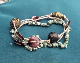 Playa - hemp, green agate and seashell bracelet
