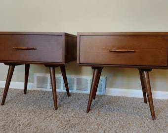 Mid Century Paul Mccobb Planner Group Pair of Nightstands / End Tables / Side Tables