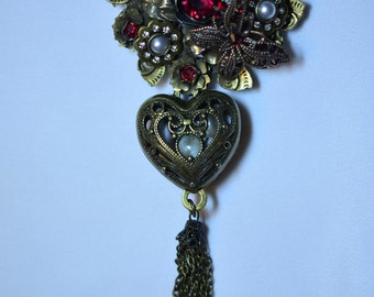 Romance Pin with heart of pearls