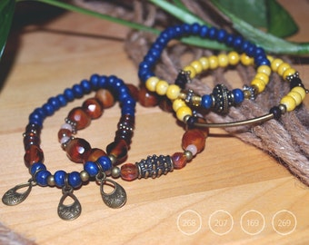 Glass beads bracelets, wood balls and balls of fine fossil stone
