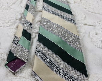 Hughes & Hatcher by Oleg Cassini Polyester wide neck tie 1970s 70s green tan white damask stripe funky hipster prom