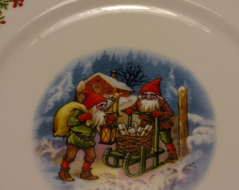 2 Vintage Dinner Plates Old Fashioned Christmas by Christineholm