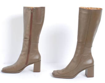 1970s 80s OLIVE Square Toe CHUNKY Heel Boots Size 9