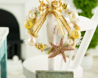 Sparkly Gold and Ivory Starfish Wreath - 1:12 Dollhouse Miniature