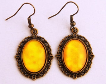 Velvet and Lace - Cameo earrings - Joy (yellow marbled)