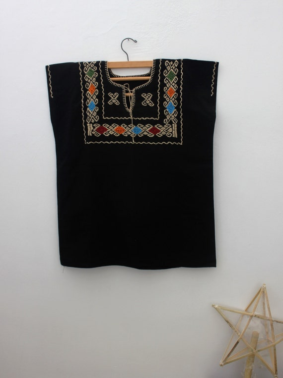 MEXICAN BLOUSE/ embroidered geometrical patterns