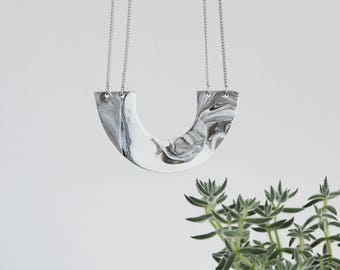Minimalist MARBLED flat U shaped necklace on double stainless steel chain