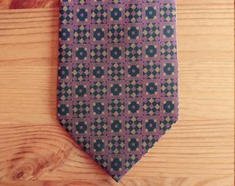 Tie man. Knight silk tie. Vintage necktie.