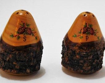 Souvenir salt and pepper shakers, Pine Cone design, Pine wood