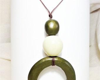 Pendant green ring