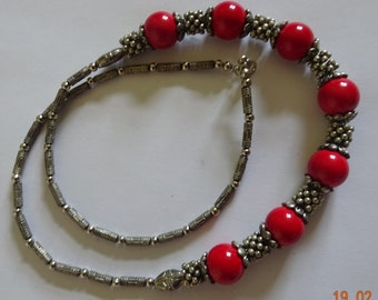 Coral or Malaquite necklace with tibetan silver.