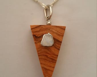 Pendant wood of Olivier and Moonstone