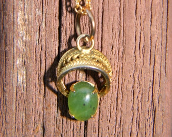 Jade pendant necklace with Gold-plated setting and chain