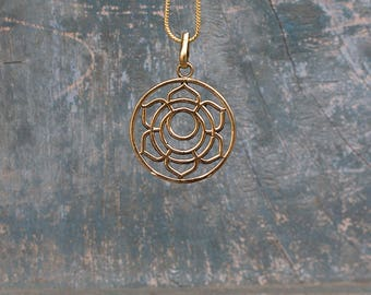 Brass Pendant Flower Sacred Chakra / Pendentif fleur chakra sacré