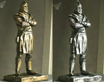 Elder Scrolls Skyrim Hold Guard Statue Aged Bronze/Silver Stylization