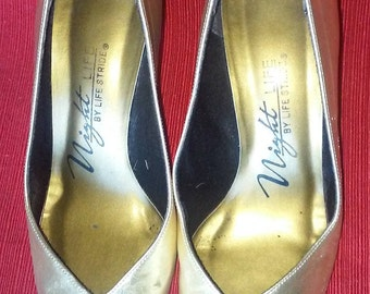 Vintage Life Strand Night Life Metallic gold Pumps 1980's Size 7 Women's shoes Evening shoes