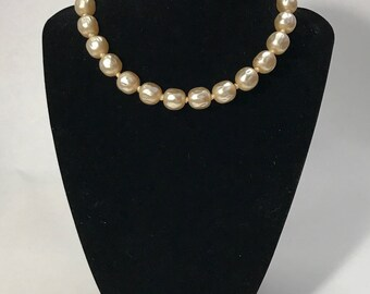 50% OFF | 1950's | Large Faux Pearl | choker neclace
