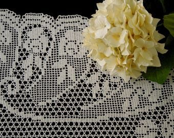 Hand crochet oval doily, white crochet lace doily, filet crochet, crochet tablecloth, hand lace placemat, housewarming gift