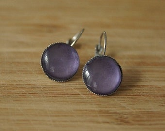 Cabochon earrings 14 mm violet, lilac colored