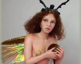 Beetle Fairy Hand-sculpted OOAK Polymer Clay Art Doll Faerie Sculpture Nenúfar Blanco