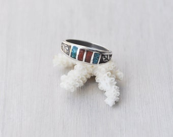 Vintage Inlaid Band Leaf Ring - sterling silver with crushed turquoise and coral - Size 9.5 unisex stacking ring