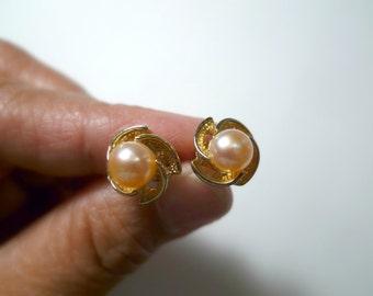 Bernardina . light peach cultured pearl earrings . GP 14K