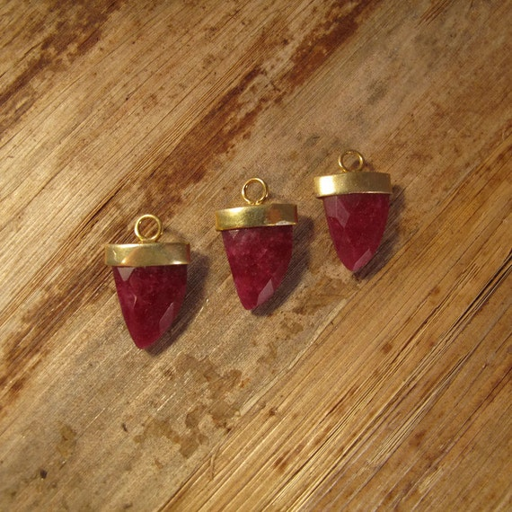 Ruby Pendant Point, One Gold Plated Bezel Set Pendant, 20mm x 13mm, Double Sided, Faceted Gemstone Charm for Making Jewelry (C-Ru7b)