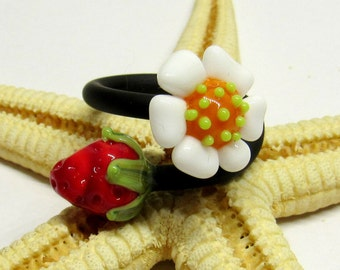 SMAUGGS handmade ring, rubber, glassbeads (10-12mm), adjustable (50-61), black, white, red, green