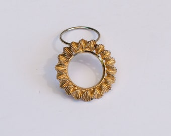 Beautiful Vintage Gold Tone Sunburst Scarf Clip