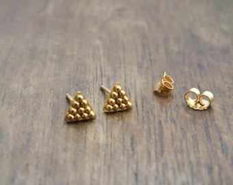 Tiny triangle 18k gold stud earrings - tribal gold granulation earrings - geometric boho studs - tiny 18k gold earrings