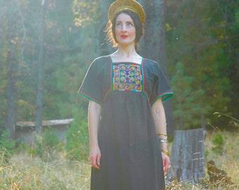 Vintage Thai Maxi Dress... Beautifully Embroidered Cotton Dress... FREE SIZE