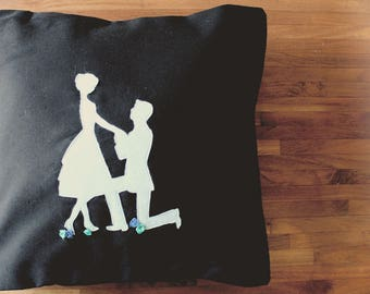 Marry Me Pillow - I do - Decorative silhouette proposal couple