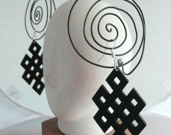 Earrings,Black Earrings,Geometrical design.