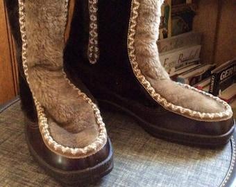 Vintage 1970s Boots Snow Winter Mukluks SNOWLAND Brand Faux Fur Soft & Cuddly Rubber Sole Ankle Zipper