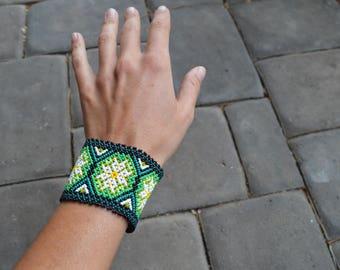 Green Peyote Flower Huichol Mexican Beaded Bracelet Small