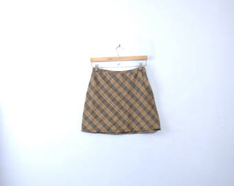 Vintage 90's beige plaid mini skirt, size 7 / 8